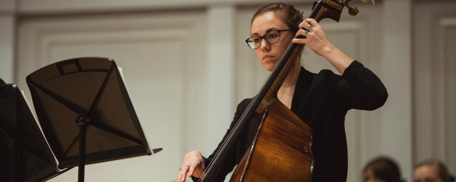 Amy Belhuemer, cello