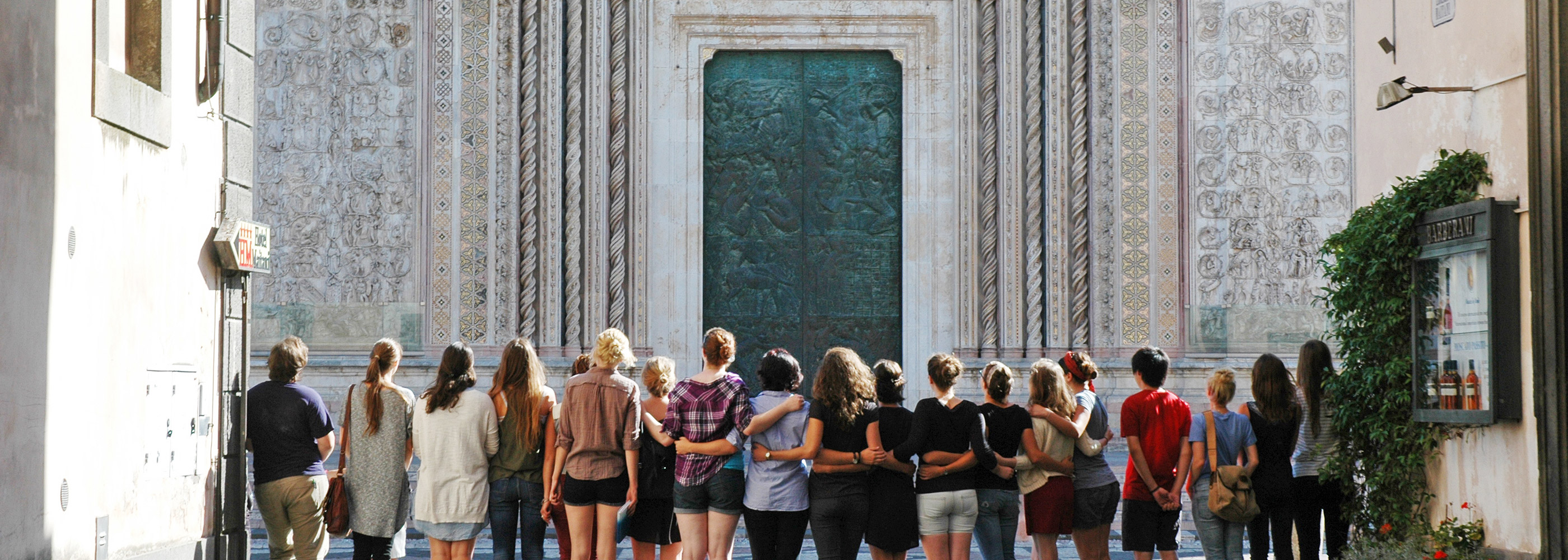 Orvieto students linking arms in front of Duomo
